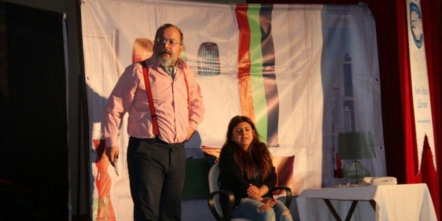 Edremit Belediyesinden tiyatro gösterisi
