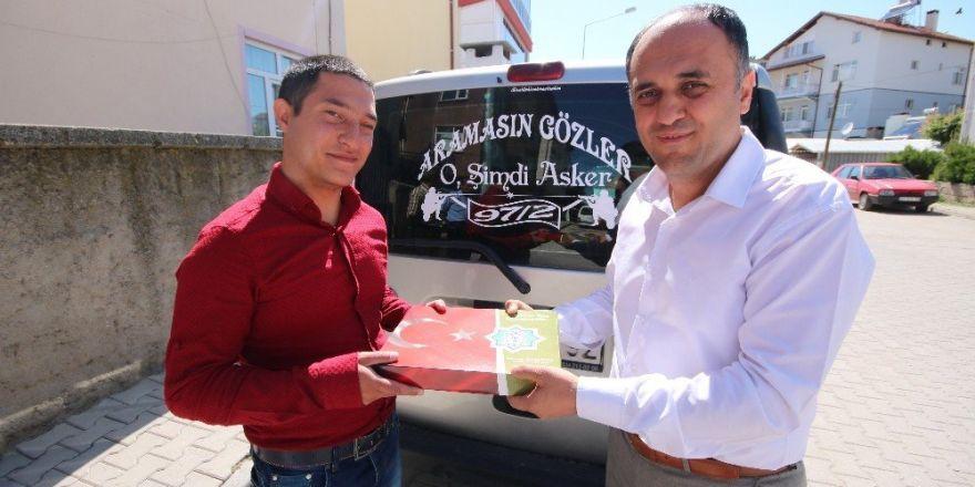 Başkan Özaltun'dan askere gidecek gençlere anlamlı hediye