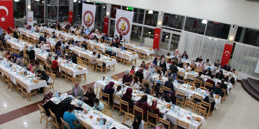 Seydişehir'de yetim ve öksüzler iftar yemeği