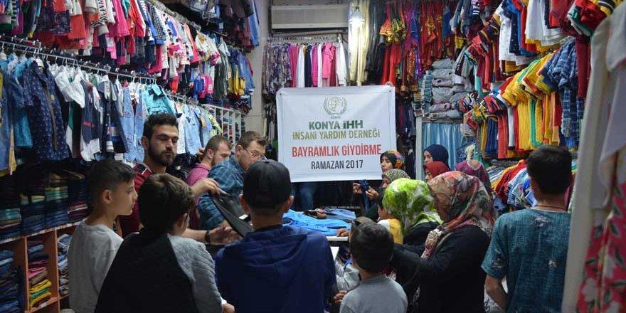 """İHH Konya'daki 500 yetime """"bayramlık"""" sevinci yaşattı"""