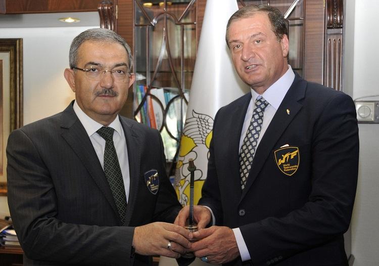 Rektör Şahin, Federasyonun Sağlık Kuruluna seçildi