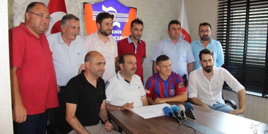Karabükspor, Troje ile 1 yıllık sözleşme imzaladı