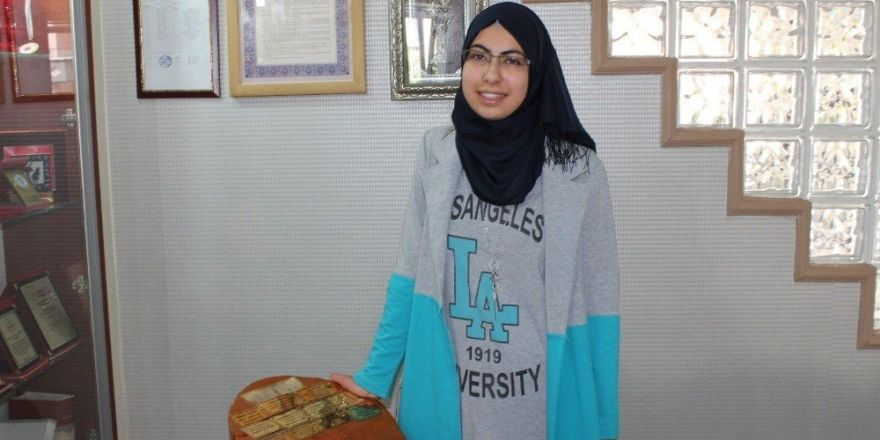 Suriye'deki iç savaştan kaçıp Türkiye'ye sığınan genç kız okul birincisi oldu