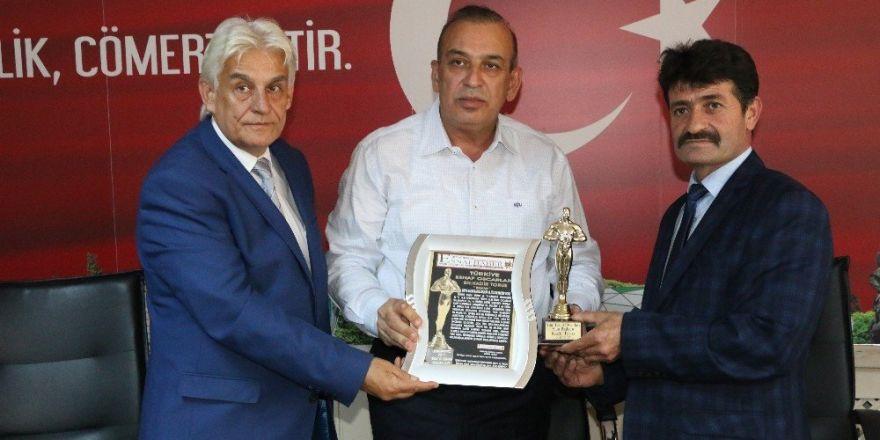 Konya Bakır ve Kalaycılar Odası Başkanı Torus 'Esnaf Oscarı'nın sahibi oldu