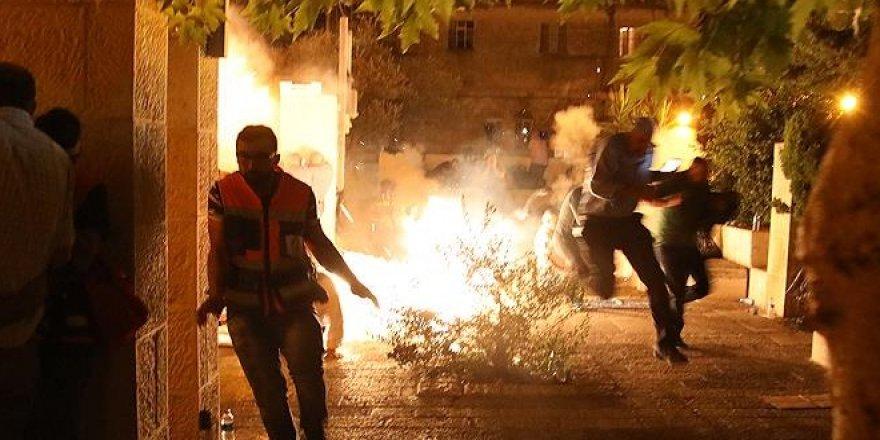 Siyonist İsrail polisi namaz sonrası cemaatten 13 kişiyi yaraladı