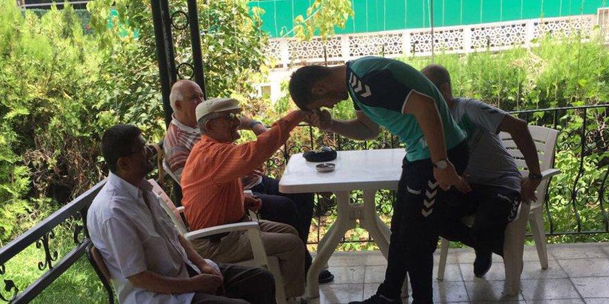 Konyaspor'da genç kaleciler huzurevini ziyaret etti