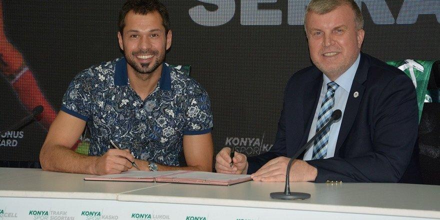 Atiker Konyaspor, kaleci Serkan Kırıntılı ile sözleşme yeniledi