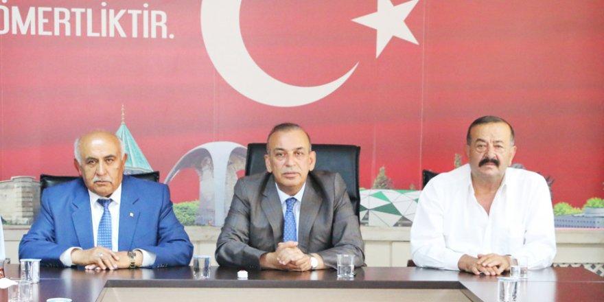 """Karamercan: """"Arakan yalnız bırakılmamalı"""""""