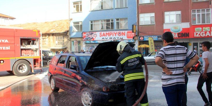 Konya'da park halindeki otomobilde yangın