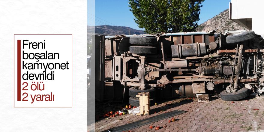Konya'da freni boşalan kamyonet devrildi: 2 ölü, 2 yaralı