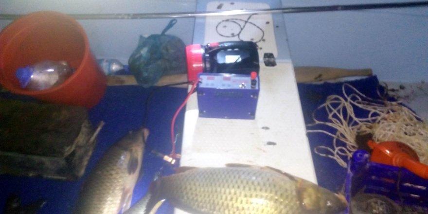 Beyşehir Gölü'nde elektroşokla avlanan 6 kişiye 27 bin 900 lira ceza