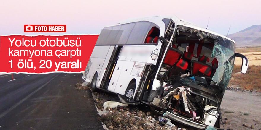 Yolcu otobüsü kamyona çarptı: 1 ölü, 20 yaralı