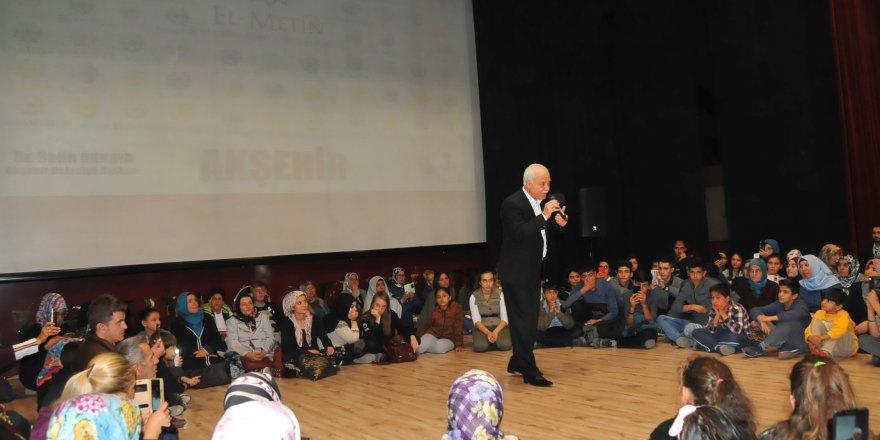 Hatipoğlu, Akşehir'de konferansa katıldı