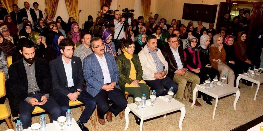 """Meram'da """"Bahadır Yenişehirlioğlu ile Hayatın Edebiyatseli"""" söyleşisi"""