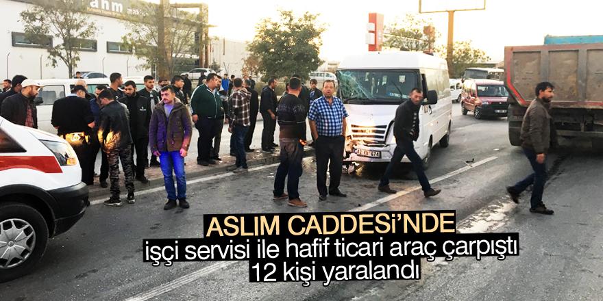 Konya'da işçi servisi ile hafif ticari araç çarpıştı: 12 yaralı