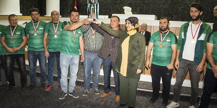 Meram'da şampiyon kupayı aldı