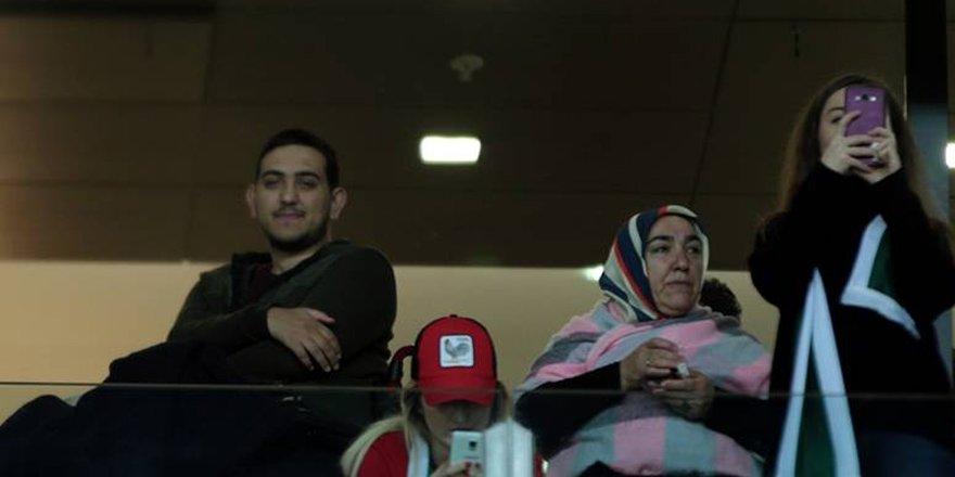 Gazi maçı locadan izledi
