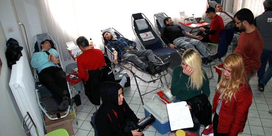 Gençlik kan bağışladı