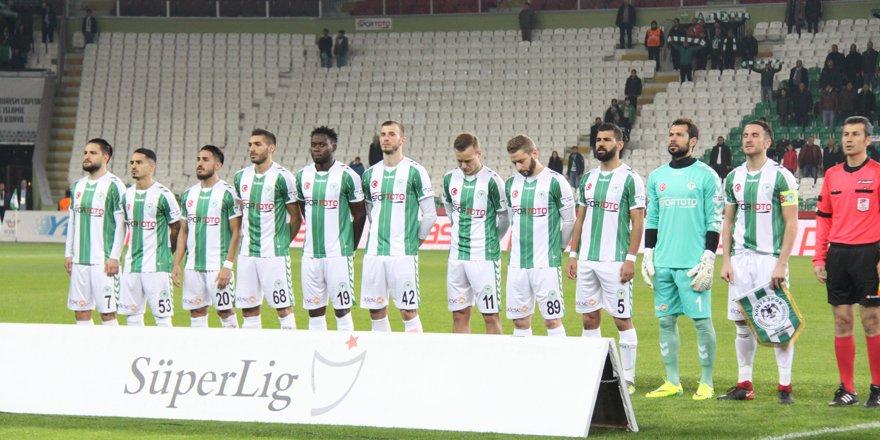 Konyaspor farklı  11'le sahaya çıktı