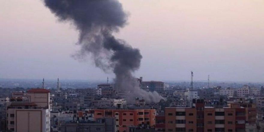 Katil İsrail, Gazze'ye saldırdı