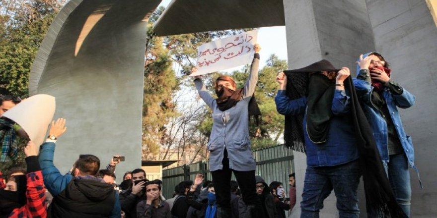 İran'daki gösterilerde kan aktı: 2 ölü