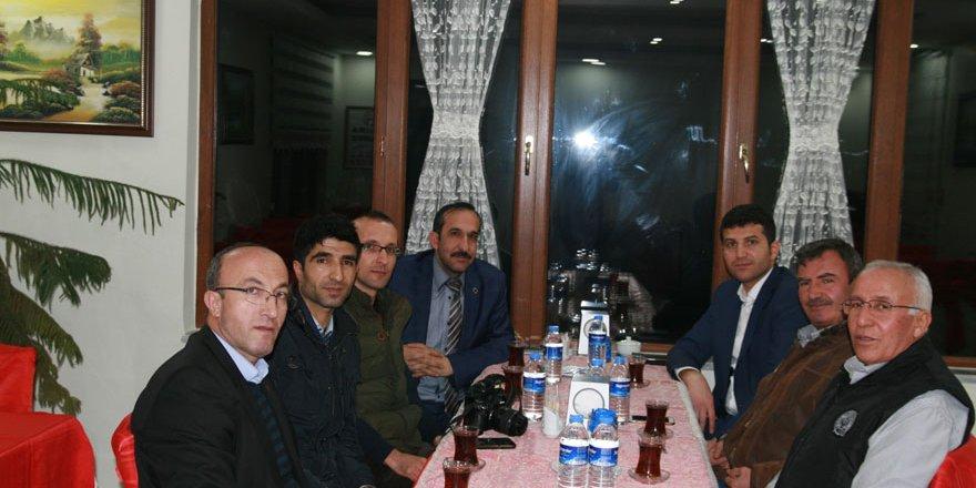 AK Parti Kulu İlçe Teşkilatı çalışan gazetecilerle bir araya geldi