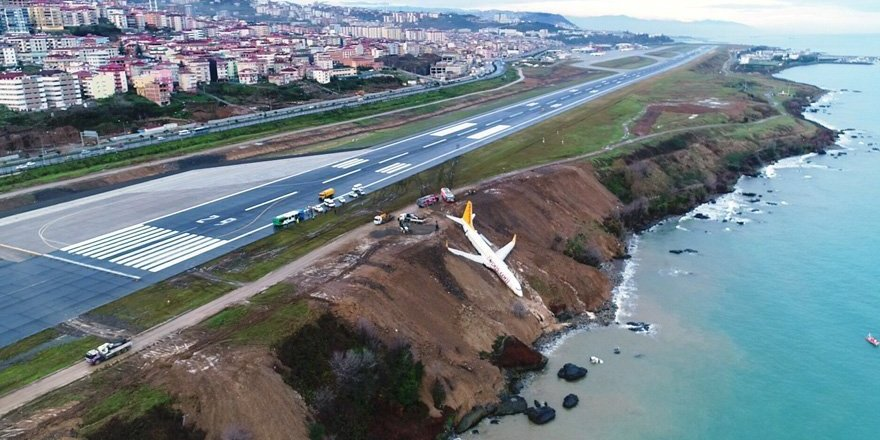 Trabzon'da uçak pistten çıktı!