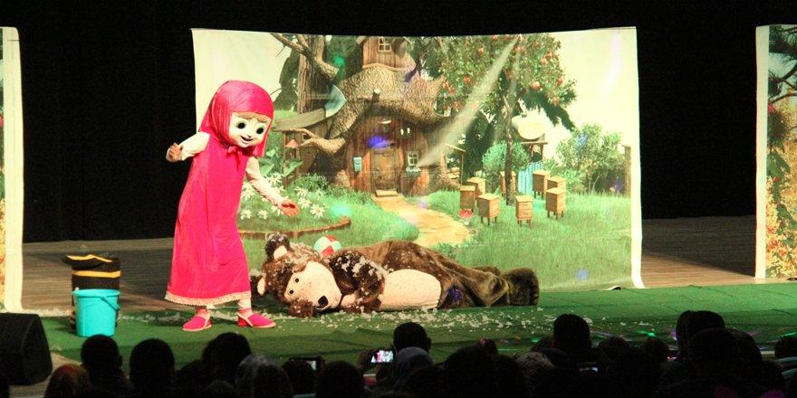 Beyşehir'de müzikli tiyatro oyunu sahnelendi