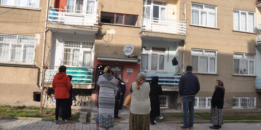 Akşehir'de patlayan piknik tüpü 8 daireye hasar verdi