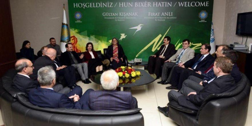 Dekanların FETÖ talimatıyla DBP'li başkanla görüştüğü iddiası