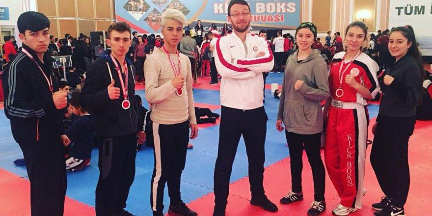 Selçuklu'ya kick bokstan 2 altın 2 bronz madalya