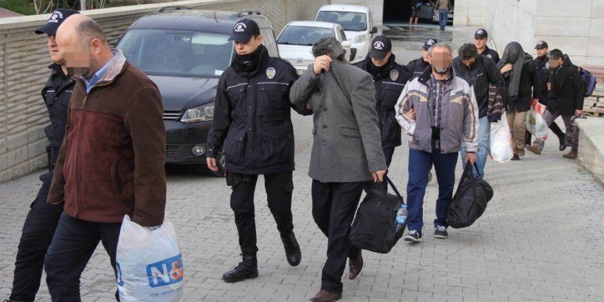 FETÖ'den gözaltına alınan 23 öğretmen adliyeye sevk edildi