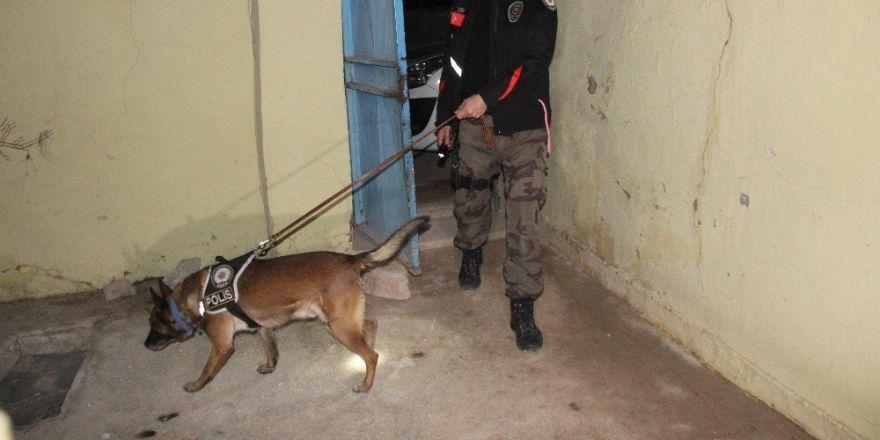 Uyuşturucu tacirlerine şafak operasyonu: 28 gözaltı