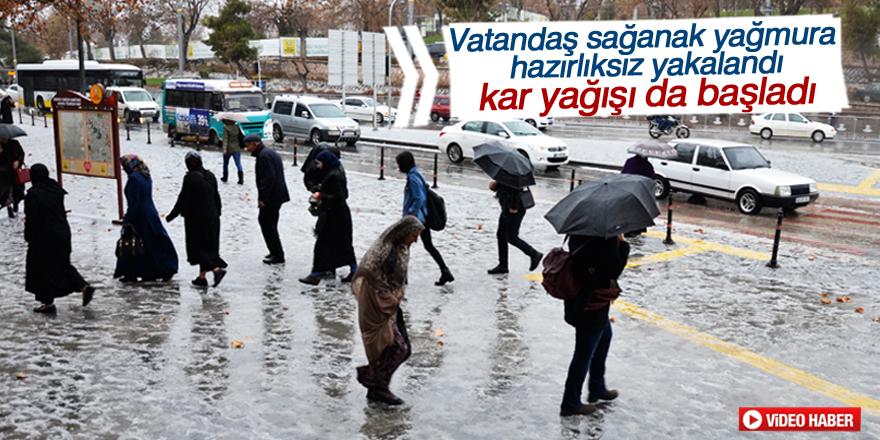 Vatandaş sağanak yağışa hazırlıksız yakalandı