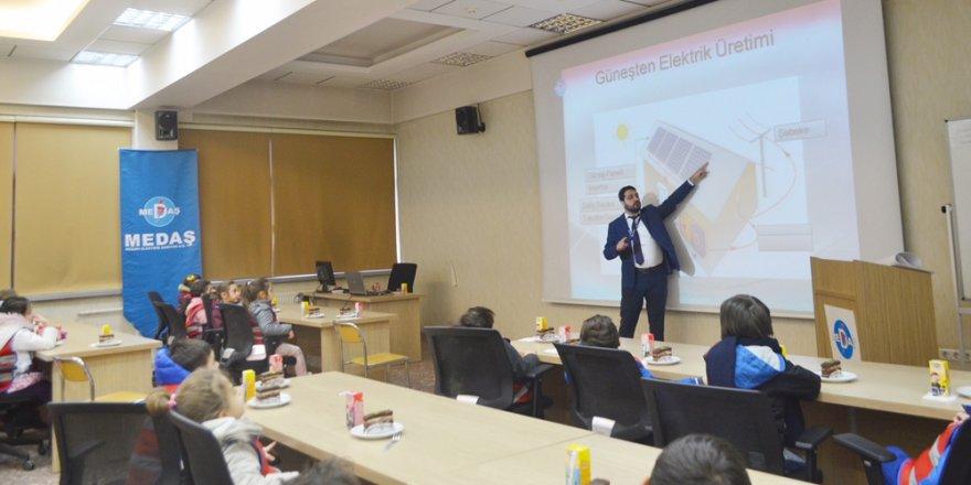 MEDAŞ, anaokulu öğrencilerine enerji kullanımı anlattı