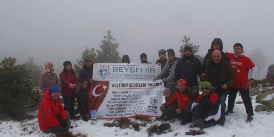 Beyşehirli doğaseverler şehitler için Kafa Dağına tırmandı