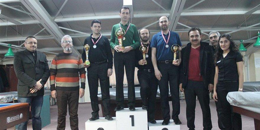 Bilardo'da 3 bant şampiyonu M. Fadıl Özdemir oldu