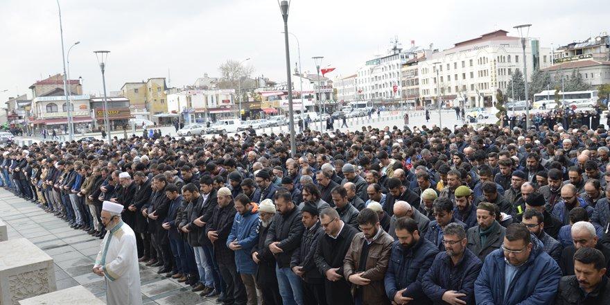 Osman Bağcı Hoca için gıyabi cenaze namazı