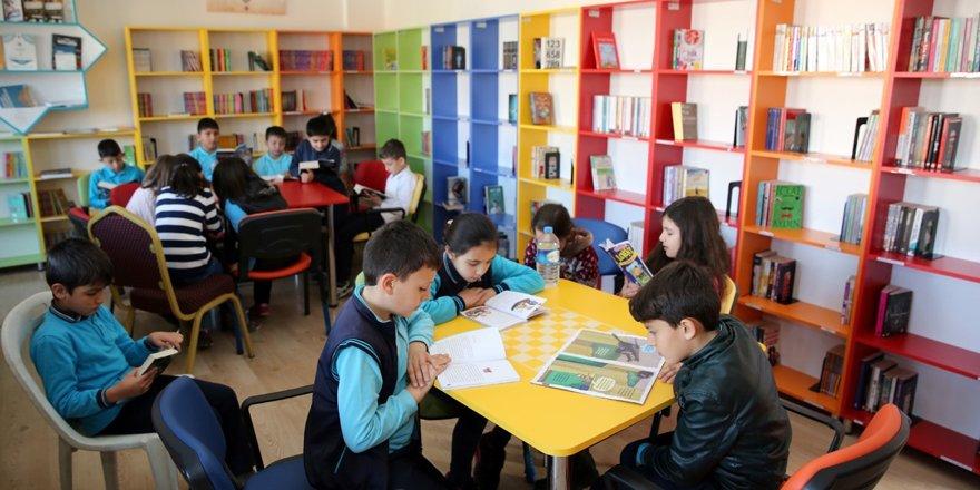 Başkan Altay: Her gün en az 15 dakika çocuklarımızla birlikte kitap okuyalım