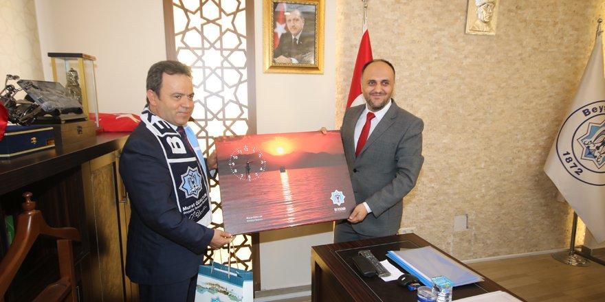 """Beyşehir Belediyesinde """"Bayrak Yarışması"""" ödül töreni"""