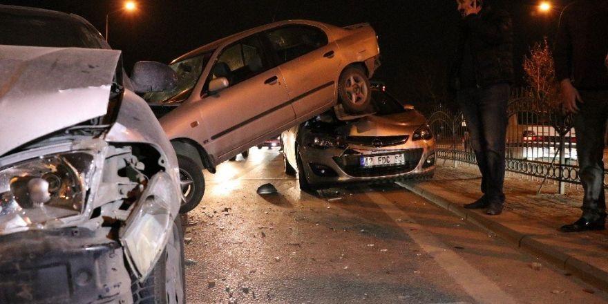 Konya'da 8 araç birbirine girdi: 2 yaralı