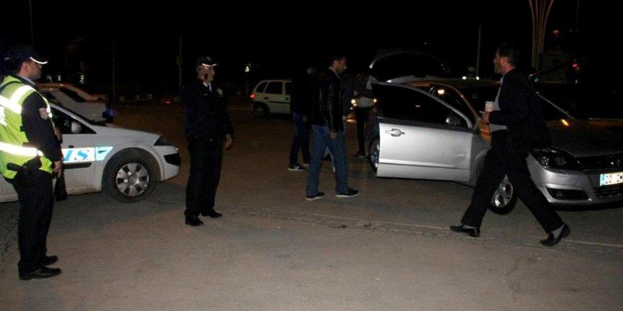 Aranan kişi polis uygulamasında yakalandı