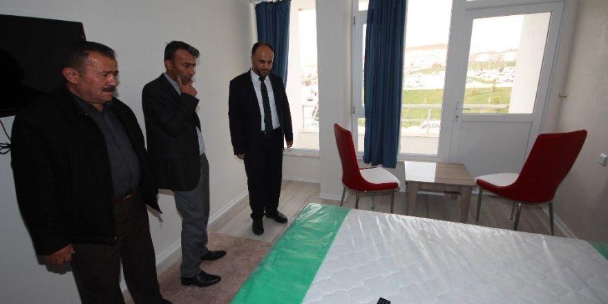 Başkan Özaltun'dan hasta konukevine ziyaret