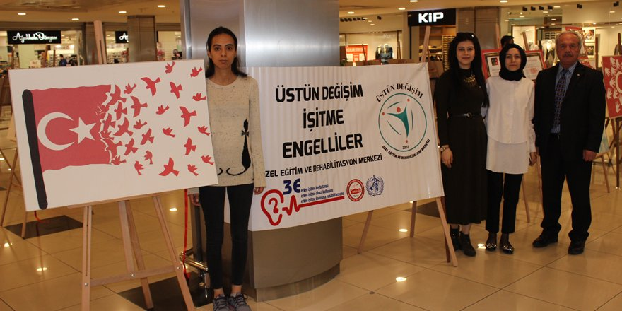 İşitme engellilerden 'Şanlı bayrak' sergisi