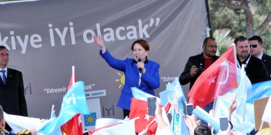 İyi Parti Genel Başkanı Meral Akşener, Balıkesir'de ilçe teşkilatlarını açtı