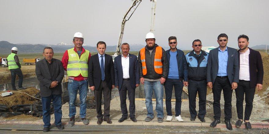 Yalıhüyük yöneticileri TOKİ inşaatında inceleme yaptı
