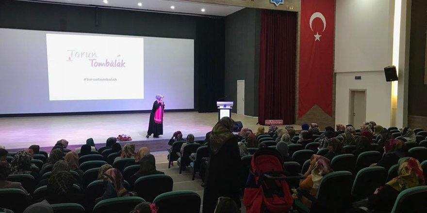 """Beyşehir'de """"Bilişim Çağında Hayırlı Evlat Yetiştirmek"""" konferansı"""