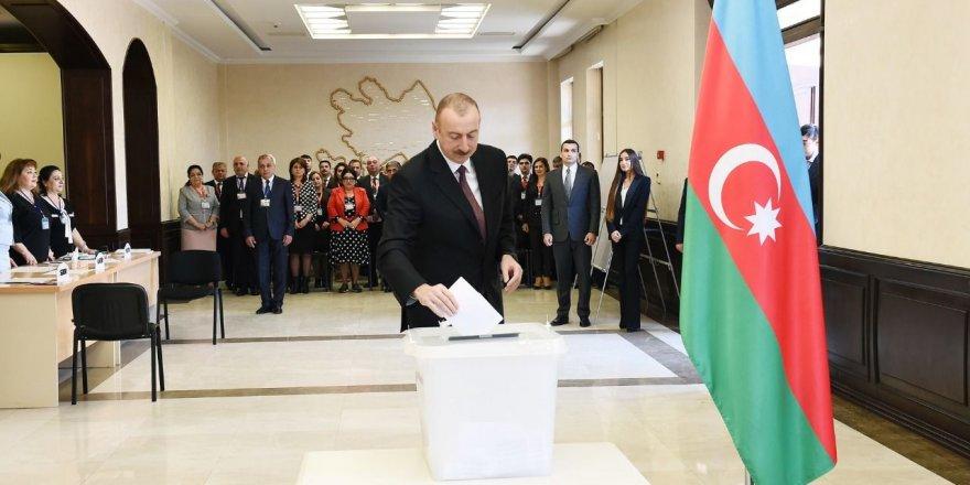 Azerbaycan'da İlham Aliyev yeniden Cumhurbaşkanı oldu