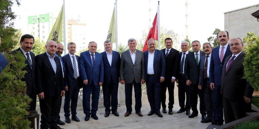 Türk Dünyası Belediyeler Birliği üyesi başkanlar Konya Büyükşehir'de