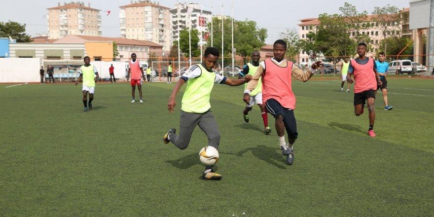 Uluslararası öğrenci futbol turnuvası başladı
